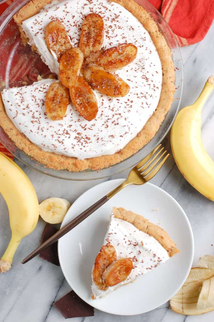 healthy banana cream pie in a dish