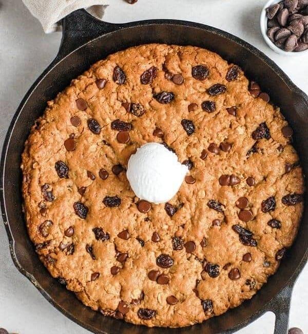 oatmeal cookie skillet overhead