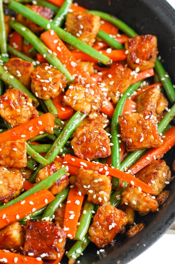 tempeh carrots and green beans in pan