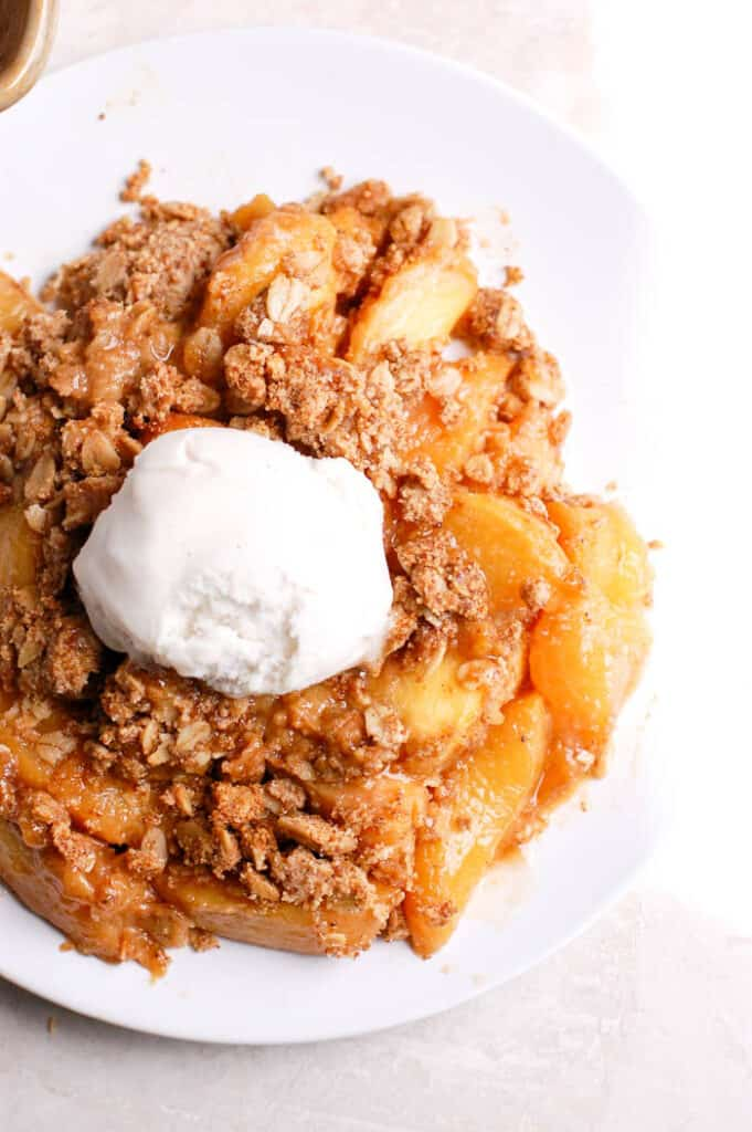 peach crisp with ice cream