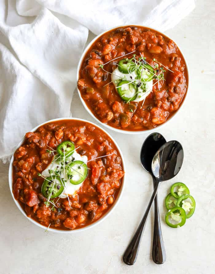 two bowls of pumpkin chili