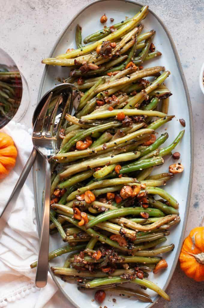 garlic sesame green beans on plate