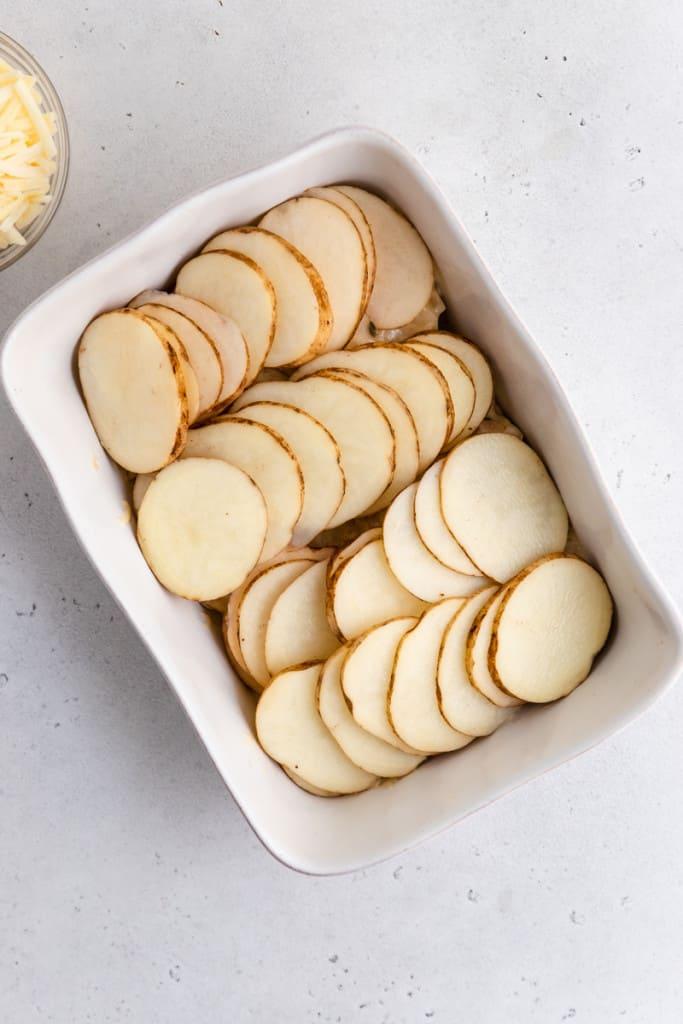 making scalloped potatoes