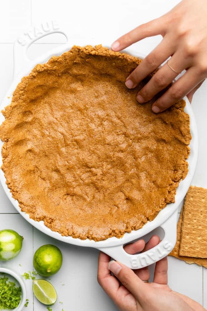 making key lime pie