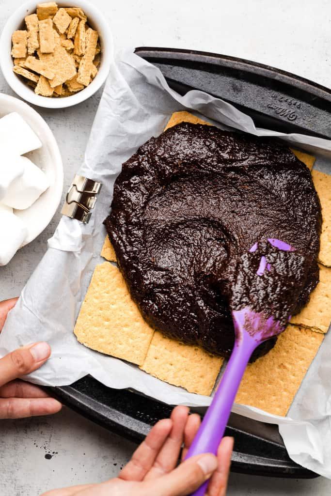 making smores brownies